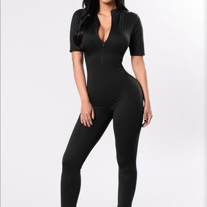 New fashion nova queen of hearts jumpsuit small